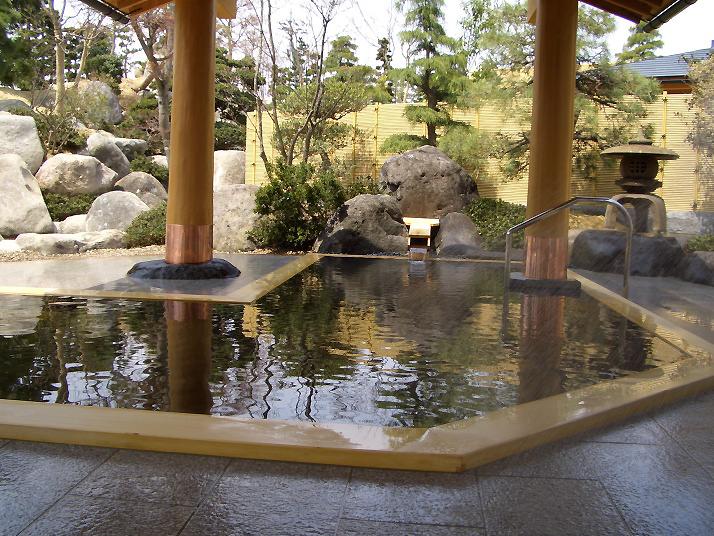 桧の香りが漂い心和む「石風呂の湯」 / こころの宿一龍